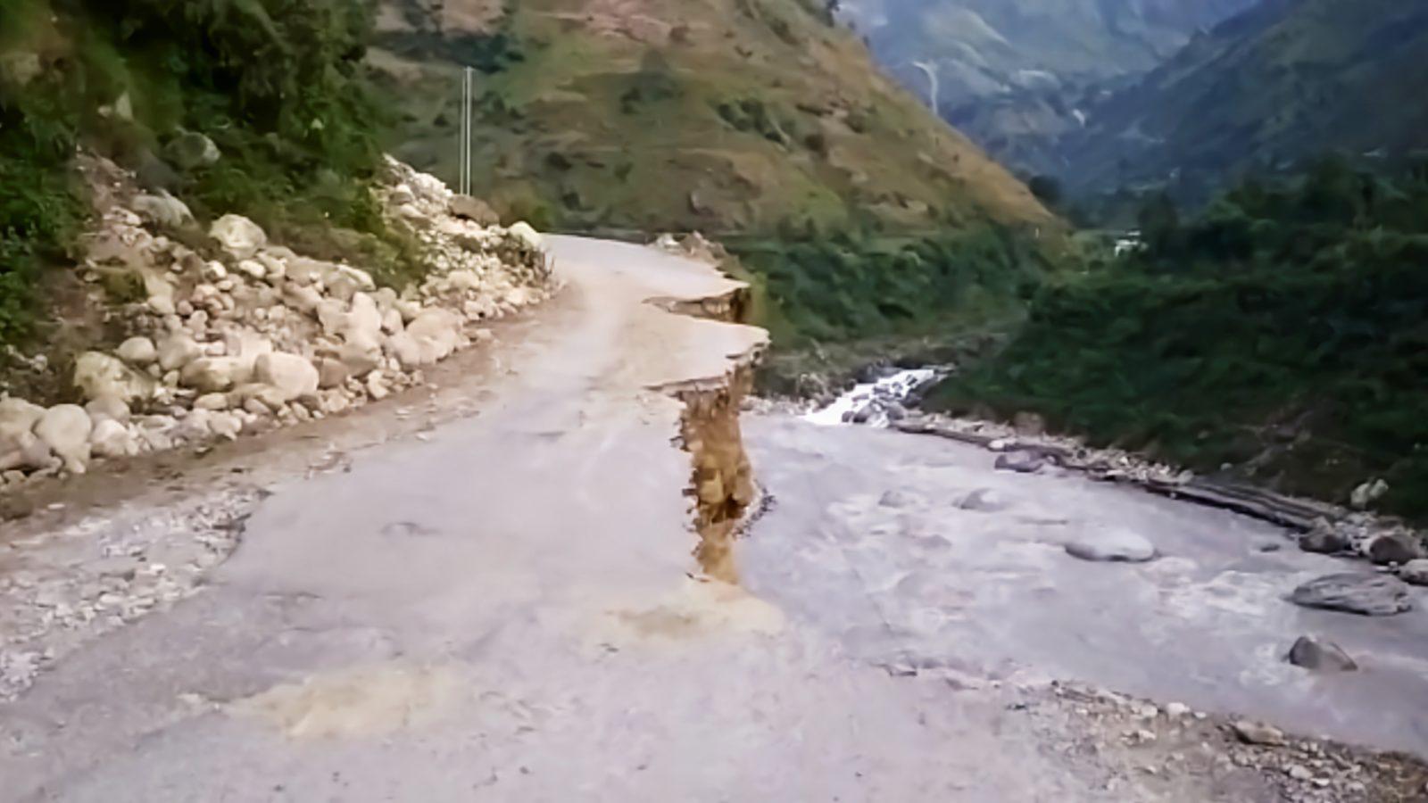 पिथौरागढ़: भारत-चीन सीमा सड़क काली नदी में समाई