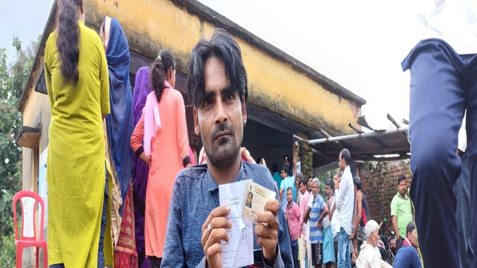 Bihar Panchayat Chunav: चौथे चरण में जमुई के नक्सल प्रभावित इलाके में खूब हुआ मतदान, 8 KM चलकर लोगों ने डाले वोट