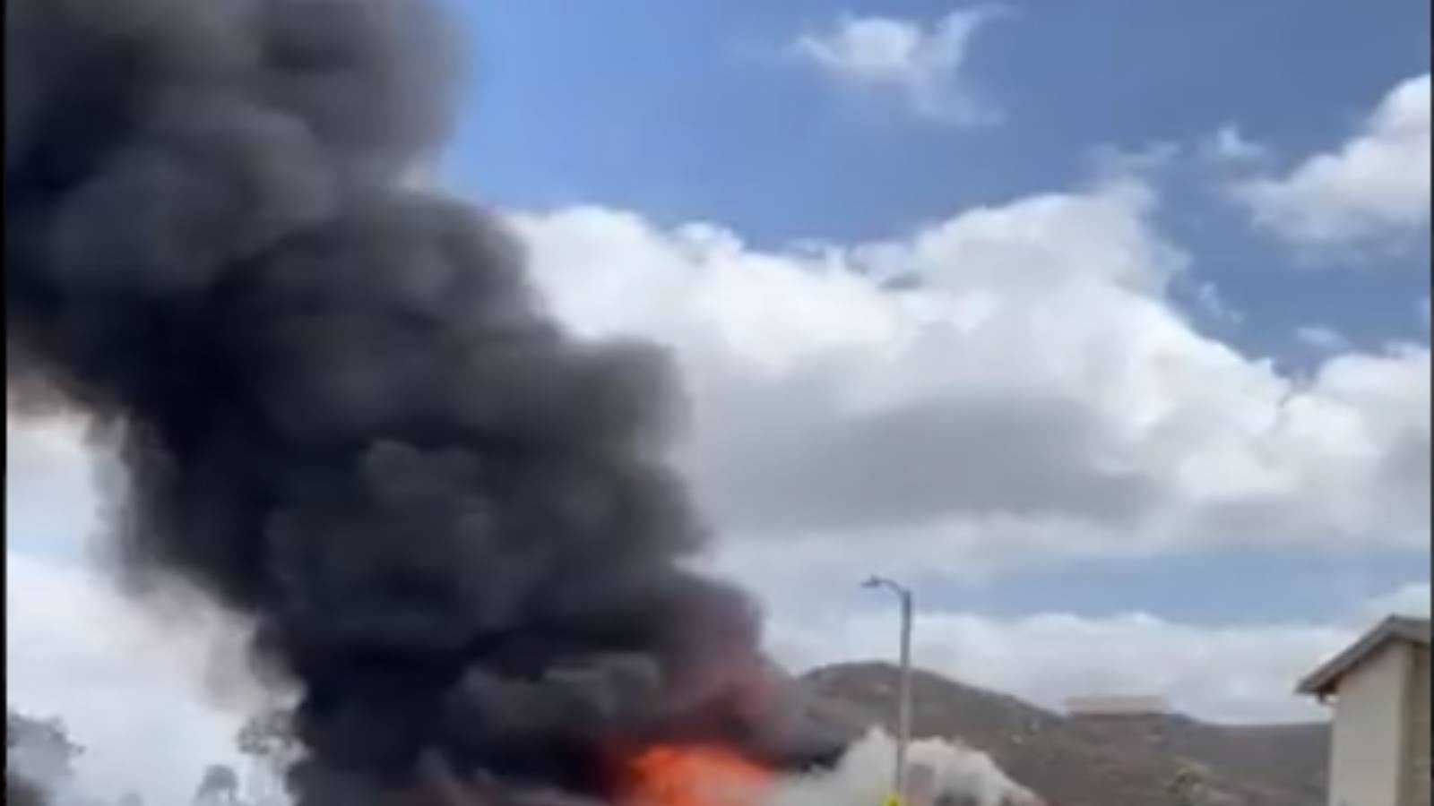 Plane crashes into homes killing and injuring people in california video gone viral pratp