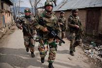खुलासा, 63% लोग चाहते हैं कश्मीर में और बढ़ाई जाए सेना