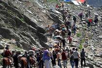 अमरनाथ में जयकारों पर रोक नहीं, बस शिवलिंग के आगे रखें शांति: NGT