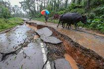 कर्नाटकः बारिश-बाढ़ से 12 की मौत, 13 गांव डूबे 5000 लोगों को बचाया गया