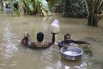 केरल: बाढ़ में खराब हो गए स्कूल सर्टिफिकेट, परेशान युवक ने की आत्महत्या
