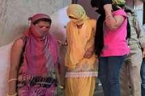 बाहर से लड़कियां बुला अपने घर में धंधा करवाती थीं सास-बहू, ऐसे चढ़ीं पुलिस के हत्थे