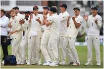 इंग्लैंड के तूफानी बल्लेबाज ने गुस्से में आकर अपने ही मुंह पर मारा बैट, मैच से बाहर