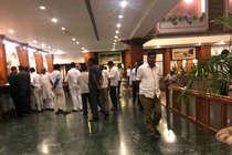 कर्नाटक: कांग्रेसी विधायकों में रिजॉर्ट में