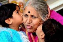 1200 बच्चों को पालती हैं सिंधुताई,KBC 11 में हुआ ऐसा स्वागत