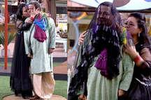 जब भारती ने किया अनूप जलोटा को KISS, देखकर तालियां पीटती रह गईं जसलीन