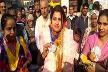 VIDEO: सिल्वर मेडल जीतकर लौटी मधु राठी का बहादुरगढ़ में हुआ भव्य स्वागत