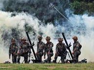1962 के युद्ध में चीन से भारत भले ही हार गया हो, लेकिन आज इंडियन आर्मी की ताकत इतनी ज्यादा है कि इसका अंदाजा चीन को जरूर होगा. आइए आपको भारतीय सेना के 20 ऐसे ब्रह्मास्त्र जो पूरी दुनिया को हिलाने की ताकत रखते हैं.