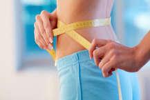 हर इंसान चाहता हैं कि वो हेल्दी रहे और फिट रहें. खासतौर पर जो लोग मोटे होते हैं, वो दुबले होने के लिए जिम, योगा, सब करते हैं, कई लोग तो डाइटिंग के नाम पर खाना भी बंद कर लेते हैं, लेकिन इन सबसे वजन कम हो या ना लेकिन सेहत जरूर बिगड़ जाती है. हम आपको बता रहे हैं कुछ डाइट प्लान जिसे आजमाकर आप 7 दिन में 5 किलो तक वजन घटा सकते हैं. (Photo Getty Images)