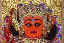 एक ऐसा मंदिर है जहां भगवान हनुमान डॉक्टर के रूप में पूजे जाते हैं. मान्यता है कि इस मंदिर के हनुमान स्वयं अपने एक भक्त का इलाज करने डॉक्टर बनकर पहुंचे थे. इस मंदिर से लाखों लोगों की आस्था जुड़ी हुई है. श्रद्धालुओं का मानना है कि, डॉ. हनुमान के पास सभी प्रकार के रोगों का कारगर इलाज है.