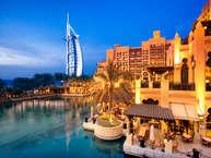 चमक-धमक और रंगीनियत से भरा दुबई बेहद मजेदार भी है. यहां बहुत कुछ ऐसा है जो दुनिया देख नहीं पाती है. आइए आपको दुबई की ऐसी ही तस्वीरें दिखाते हैं. तस्वीरः Getty Images