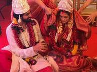 बॉलीवुड एक्ट्रेस रिया सेन हाल ही में अपनी शादी को लेकर सुर्खियों में रहीं. रिया ने 36 साल की उम्र में अपने बॉयफ्रेंड से शादी कर अपने रिश्ते को एक नाम दिया. लेकिन ऐसा पहली बार नहीं है जब एक्ट्रेसेज ने बड़ी उम्र में शादी की.