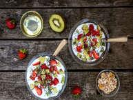 सुबह का नाश्ता सेहत के लिए सबसे ज्यादा जरूरी होता है. लेकिन भागदौड़ के चक्कर में लोग अकसर नाश्ता नहीं करते हैं और अगर करते भी हैं तो वो इतना हेल्दी नहीं होता जो दिनभर एनर्जी दे सके. तो चलिए आज हम आपको बताते हैं कुछ ऐसे ब्रेकफास्ट जिन्हें बनाने में ज्यादा समय भी नहीं लगता और इन्हें खाकर आप हेल्दी भी रहेंगे. (All images:getty)
