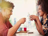 <br />कुछ लोग कितनी भी कोशिश कर लें लेकिन कोई उनके साथ रिश्ते में नहीं बंधता. ऐसा नहीं है कि वे लोग अच्छे नहीं दिखते. असल में वो लोग अपने बातचीत करने के तौर-तरीके की वजह से भी सिंगल रहते हैं. सिंगल लड़के इन बातों पर दें ध्यान. (all images: getty)