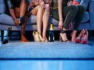 ऊंची हील्स पहनकर सहज महसूस नहीं करती हैं, तो जाहिर है आपके पैरो में भी दर्द होता होगा. हील्स के चुनाव में थोड़ी सतर्कता बरतेंगी तो पैरो में दर्द नहीं होता. जानिए दर्द से कैसे बचा जाए. (all images: getty)