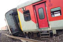 उत्तर प्रदेश के औरैया जिले में अछल्दा और पाता स्टेशन के बीच कैफियत एक्सप्रेस के इंजन समेत 10 डिब्बे पटरी से उतर जाने की वजह से दिल्ली-हावड़ा रूट की अप और डाउप लाइन ठप हो गई है. इस हादसे में 78 यात्री घायल हैं, जिनमे चार की हालत गंभीर है.