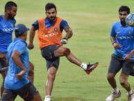 भारतीय क्रिकेट टीम ने श्रीलंका के खिलाफ गुरुवार को दूसरे वनडे से पहले प्रैक्टिस सेशन में हिस्सा लिया. (PHOTO: PTI)