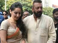 संजय दत्त जल्द ही फिल्म 'भूमि' से फिल्मों में अपना कमबैक कर रहे हैं. इस फिल्म के लिए उन्होंने हाल ही में एक गणेश आरती भी रिकॉर्ड की. गणेश उत्सव की शुरुआत होते ही अपनी पत्नी मान्यता के साथ संजू बाबा मुंबई के लोखंडवाला के एक गणपति पंडाल में आरती करने पहुंचे.