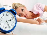 संतुलित लाइफस्टाइल का मतलब सिर्फ डायट और एक्सरसाइज नहीं है, पूरी नींद भी इसका अहम हिस्सा है. रोजाना लगभग 8 घंटे की नींद शरीर की सेहत के लिए जरूरी है. नींद पूरी न हो तो सेहतमंद रहने की बाकी सारी कोशिशें बेकार रहती हैं. हम आपसे शेयर कर रहे हैं कि नींद पूरी न होने से आप किन बीमारियों को न्यौत रहे हैं. (all images: getty)