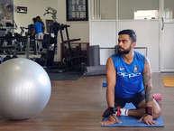 <br />टीम इंडिया के कप्तान विराट कोहली का जैसे बल्लेबाज़ी में कोई मुकाबला नहीं है ठीक वैसे ही उनकी जैसी फिटनेस किसी दूसरे प्लेयर की नहीं है. इस फिटनेस को बनाए रखने के लिए विराट कड़ी मेहनत करते हैं.