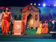 राजधानी दिल्ली में सबसे बड़ी रामलीला का आयोजन करने वाली 40 साल पुरानी लव-कुश रामलीला कमेटी के पांचवें दिन सोमवार को लालकिला मैदान सीता-हरण का मार्मिक मंचन किया गया.