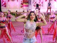 बॉलीवुड की कंट्रोवर्सी क्वीन राखी सावंत को सुर्खियों में बने रहना आता है. तभी तो फिल्म से पहले राम रहीम पर एक गाना शूट कर अब खबरों में आ गई हैं.