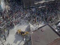 तकरीबन 2 करोड़ की आबादी वाला मेक्सिको 19 सितंबर की शाम को जमीन के हिलने से एक तरह से थर्राकर रह गया. ना किसी को सोचने का मौका मिला और ना कोई समझ पाया. पल भर में धरती हिली और एक पूरा शहर मलबे में बदल गया. 139 लोगों की मौत हो गई और कई घायल हो गए. तस्वीरों में देखिए भूकंप से तबाह मेक्सिको.