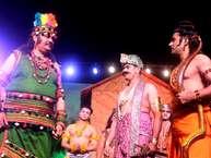 राजधानी दिल्ली में सबसे बड़ी रामलीला का आयोजन करने वाली 40 साल पुरानी लव-कुश रामलीला कमेटी के चौथे दिन रविवार की लीला में भाजपा सांसद एवं केंद्रीय मंत्री विजय सांपला निषादराज के किरदार के रूप में लीलाप्रेमियों के समक्ष उपस्थित हुए.