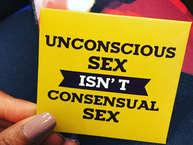 'कल रात मुझसे भूल हो गई...' ऐसे विज्ञापन टीवी पर आते हैं. इमरजेंसी कॉन्ट्रासेप्टिव पिल्स के लिए बने ये विज्ञापन सेक्स को भूल का नाम देकर हमारे रिप्रोडक्टिव अधिकारों की रक्षा करने का दावा करते हैं. लेकिन भूल को सुधारने से बेहतर विकल्प क्या ये नहीं हो सकता कि भूल ही न हो. 'से इट विद ए कंडोम'- टैगलाइन से ऑनलाइन कंडोम बेचे जा रहे हैं. इनके पैकेट पर लिखे मैसेज बेहद रचनात्मक हैं.