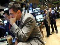 दुनियाभर में फिर से आर्थिक मंदी का खतरा मंडरा सकता है. दरअसलफाइनेंशियल स्टेबिलिटी बोर्ड (एफएसबी) ने दुनिया के 30 सबसे बड़े और जोखिम भरे बैंकों की लिस्ट जारी की है. इन बैंकों ने हिचकोले खाए तो 2008 की मंदी जैसा हाल हो सकता है.आइए जानते है किन बैंकों को लेकर सबसे ज्यादा खतरा है.