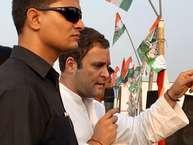 हिमाचल प्रदेश चुनाव के बाद गुजरात में जी जान लगा रही कांग्रेस बीजेपी को उसके गढ़ में खासी चुनौती दे रही है. कांग्रेस उपाध्यक्ष राहुल गांधी सोशल मीडिया से लेकर राज्य के ग्रामीण और आंचलिक इलाकों में खासी सुर्खियों बटोर रहे हैं. इस बीच राहुल को लेकर कांग्रेस में एक बड़ा फैसला भी हो सकता है. वे पार्टी के अध्यक्ष बन सकते हैं. आइए जानते हैं आखिर किन वजहों से राहुल गांधी संभाल सकते हैं पार्टी की बागडोर. (Inputs: First Post Hindi).