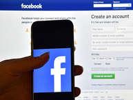 फेसबुक पर एक्टिव रहने वाले लोगों की संख्या तेजी से बढ़ रही है. पूरी दुनिया में हाल ही में आई एक रिपोर्ट के मुताबिक पूरी दुनिया में तकरीबन 200 करोड़ लोग फेसबुक यूजर्स हैं. लेकिन क्या आपको पता है किस तरह के लोग फेसबुक का ज्यादा इस्तेमाल करते हैं. आइए आपको बताते हैं फेसबुक यूजर्स की रोचक जानकारी. (Image Source: Getty Images).