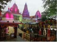 मध्य प्रदेश के मुरैना में आज शनिचरी अमावस्या पर त्रेतायुगीय शनि मंदिर पर भक्तों का तांता लगा रहा.