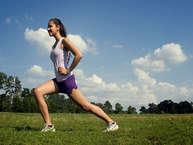 वजन घटाने के लिए व्यायाम के साथ आपको खाने के समय में भी बदलाव लाना होगा. गलत वक्त पर खाने से वजन बढ़ता है, वही नाश्ता, लंच और डिनर वक्त पर लेना मोटापा कम करता है.