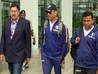 तीन वन डे मैचों की सीरीज में श्रीलंका से 1-0 से पिछड़ने के बाद अब टीम इंडिया के खिलाड़ी दूसरे वनडे की परीक्षा के लिए तैयार हैं. वनडे सीरीज का दूसरा मैच 13 दिसंबर को अंतरराष्ट्रीय क्रिकेट स्टेडियम मोहाली में खेला जाएगा. इस मैच के लिए भारतीय टीमें सोमवार को चंडीगढ़ पहुंची. टीम के पहुंचते ही बारिश ने उनका स्वागत किया.