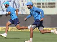भारत और श्रीलंका के बीच तीन मैचों की वनडे सीरीज़ का तीसरा मैच वाईएस राजशेखर रेड्डी एसीए-वीडीसीए क्रिकेट स्टेडियम, विशाखापट्टनम में खेला जायेगा. मैच से पहले टीम इंडिया के खिलाड़ियों ने मैदान पर जमकर पसीना बहाया. आगे की स्लाइड्स में देखें टीम इंडिया की प्रेक्टिस की तस्वीरें...