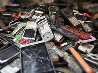 हाल में आए ताजा आंकड़ों के अनुसार भारत में इलेक्ट्रॉनिक वेस्ट (इलेक्ट्रॉनिक कचरा) तेजी से बढ़ रहा है. साल 2016 में दुनियाभर में करीब447लाख टन इलेक्ट्रॉनिक कचरा पैदा हुआ. वहीं, भारत में 20 लाख टन ई-वेस्ट निकला.(Getty)