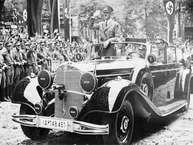 दुनिया के सबसे निर्दयी और खूंखार तानाशाह एडोल्फ हिटलर की कार नीलाम हो रही है. कार की नीलामी स्कोट्सडेल में होगी. स्कोट्सडेल एरिजोना का एक शहर है. यहां एक अज्ञात शख्स इस कार की नीलामी करने जा रहा है. हिटलर की यह कार ऐतिहासिक दृष्टि से बेहद महत्वपूर्ण हैं. दूसरे विश्व युद्ध के दौरान हिटलर खुद इस कार को चलाता था. अगली स्लाइड में पढ़िये कौन-सी है यह कार