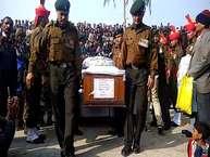 अरुणाचल प्रदेश में हुए नक्सली हमले में शहीद हुए पानीपत के सचिन का आज उनके गांव गोयला खुर्द में राजकीय सम्मान के साथ अंतिम संस्कार किया गया. इस जवान ने दो महीने पहले ही ट्रेनिंग पूरी होने के बाद ड्यूटी ज्वाइन की थी. शहीद सचिन चार भाई-बहनों में सबसे बड़ा था.