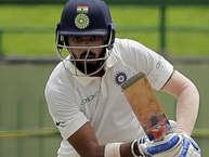 भारत और साउथ अफ्रीका के बीच सेंचुरियन में खेले गए दूसरे टेस्ट के चौथे दिन टीम इंडिया के सामने साउथ अफ्रीका ने 287 रनों का लक्ष्य रखा. टीम इंडिया के बल्लेबाज़ कुछ ख़ास कमाल नहीं दिखा सके. केएल राहुल महज़ 4 रन बनाकर आउट हो गए. दिन का खेल खत्म होने तक टीम इंडिया का स्कोर 35/3.