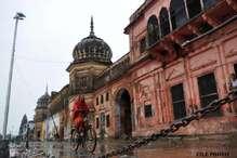 अयोध्या में चल रही है मंदिर बनने की तैयारी? लेकिन दुकानों पर मिल रही है ये सीडी..!