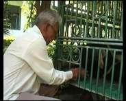 इंदौर जू के भालू सोनू की मौत पर अब भी सिसक रहा है ये शख्स..!