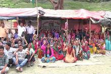 टिहरी में पुनर्वास के लिए धरने पर ग्रामीण, जलसमाधि की चेतावनी