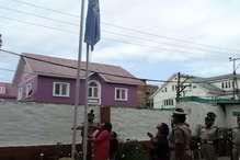 कश्मीर: आजादी के दिन शहादत के एक साल बाद पति की यूनिट में पत्नी ने फहराया तिरंगा