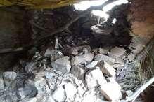 टिहरी में भारी बारिश से गिरी मकान की दीवार, घर में घुसा मलबा