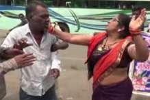 भाजपा की महिला नेता का 'बीप...बीप' वाला VIDEO,  देखें- कैसे बेकसूर को पीटा