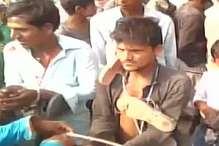 बिजनौर: पंचायत में प्रेमी को परिवार के साथ पीटा, जूते की माला पहनाकर घुमाया