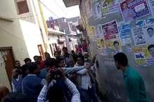 फर्रुखाबाद: निर्दलीय प्रत्याशी ने पोलिंग बूथ पर लहराया तमंचा